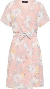 Różowa sukienka Sister'S Point z dekoltem w kształcie litery v trapezowa z krótkim rękawem