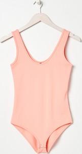 Różowa bluzka Sinsay z okrągłym dekoltem w stylu casual