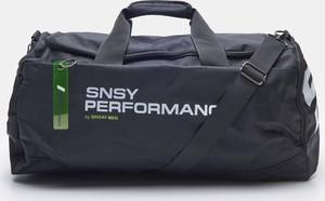 Czarna torba sportowa Sinsay