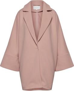 Różowy płaszcz Vila