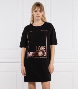 Czarna sukienka Love Moschino prosta z krótkim rękawem z okrągłym dekoltem
