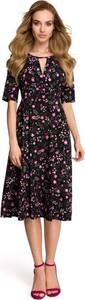 Sukienka Stylove z krótkim rękawem z dekoltem w kształcie litery v