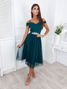 Zielona sukienka Infinityfashion.pl z dekoltem w kształcie litery v midi