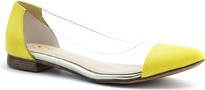 Żółte baleriny Neścior z płaską podeszwą ze skóry