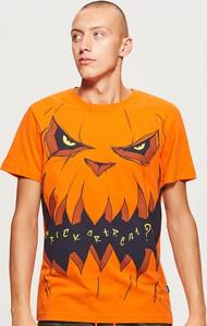 Pomarańczowy t-shirt Cropp w młodzieżowym stylu z krótkim rękawem