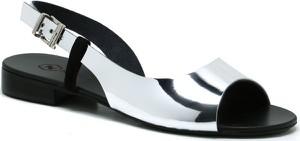 Sandały Neścior w stylu casual z klamrami z płaską podeszwą