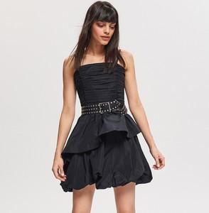 Sukienka Reserved w rockowym stylu