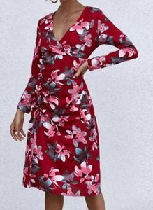 Czerwona sukienka Cikelly z długim rękawem ołówkowa z dekoltem w kształcie litery v