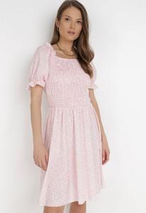 Różowa sukienka born2be mini z krótkim rękawem
