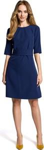 Granatowa sukienka MOE z krótkim rękawem