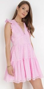 Różowa sukienka born2be mini bez rękawów