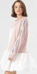 Sukienka born2be mini z długim rękawem z okrągłym dekoltem