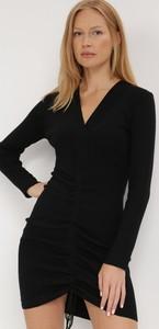 Czarna sukienka born2be w stylu casual z dekoltem w kształcie litery v z długim rękawem