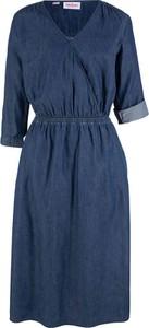 Niebieska sukienka bonprix John Baner JEANSWEAR midi w stylu casual kopertowa