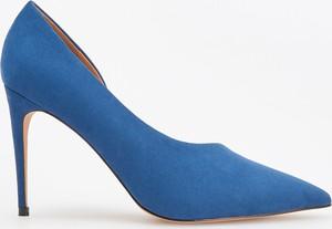 Niebieskie szpilki Reserved na szpilce w stylu klasycznym na wysokim obcasie