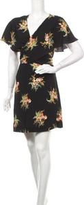 Czarna sukienka Warehouse mini z dekoltem w kształcie litery v z krótkim rękawem