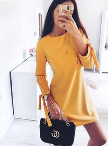 Żółta sukienka Pakuten z długim rękawem w stylu casual z okrągłym dekoltem