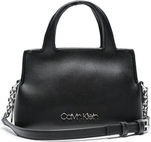 Torebka Calvin Klein średnia matowa na ramię