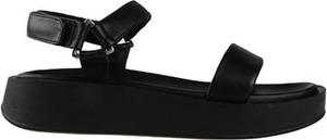 Czarne sandały Gino Rossi w stylu casual z klamrami