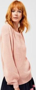 Różowy sweter Moodo w stylu casual