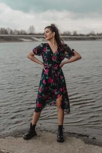Sukienka Oscar Fashion z długim rękawem midi kopertowa