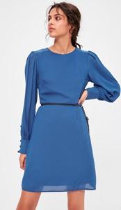 Sukienka Trendyol z okrągłym dekoltem z długim rękawem mini