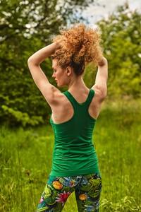 Zielona bluzka Nessi Sportswear z okrągłym dekoltem