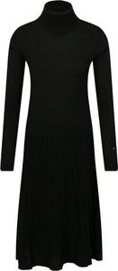 Sukienka Calvin Klein z wełny z długim rękawem