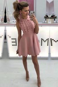 Sukienka IVET.PL rozkloszowana z krótkim rękawem