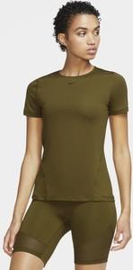 Zielony t-shirt Nike z okrągłym dekoltem w sportowym stylu