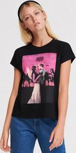 Czarny t-shirt Reserved z okrągłym dekoltem z nadrukiem w stylu casual