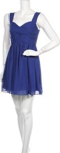 Sukienka Oneness z dekoltem w kształcie litery v