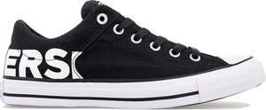 Czarne trampki Converse w młodzieżowym stylu