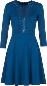 Niebieska sukienka VISSAVI rozkloszowana z długim rękawem