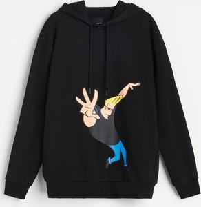 Czarna bluza Reserved w młodzieżowym stylu