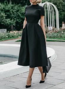 Czarna sukienka Cikelly z krótkim rękawem midi