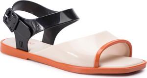 Sandały Melissa z klamrami z płaską podeszwą