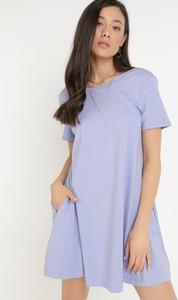 Fioletowa sukienka born2be z krótkim rękawem w stylu casual
