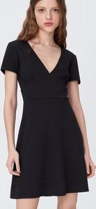 Czarna sukienka Sinsay mini z dekoltem w kształcie litery v