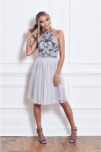 Sukienka Sistaglam z dekoltem halter bez rękawów