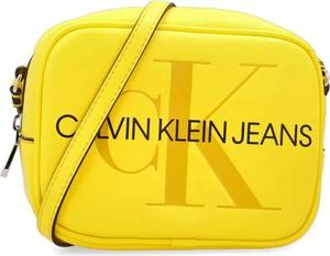 Żółta torebka Calvin Klein na ramię
