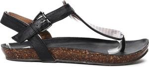 Czarne sandały Royalfashion.pl z zamszu z płaską podeszwą