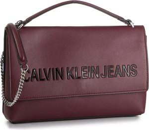 Torebka Calvin Klein zdobiona z aplikacjami na ramię