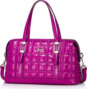 Różowa torebka Nucelle w stylu casual ze skóry