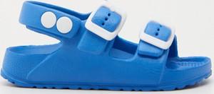 Niebieskie buty dziecięce letnie Sinsay na rzepy