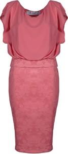 Czerwona sukienka Fokus ołówkowa z dekoltem woda z krótkim rękawem
