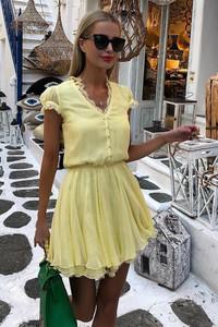 Żółta sukienka Ivet.pl z dekoltem w kształcie litery v