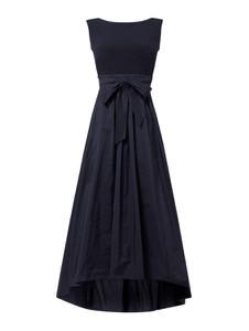 Sukienka Swing bez rękawów z dekoltem w kształcie litery v