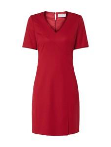 Czerwona sukienka Boss z krótkim rękawem midi z dekoltem w kształcie litery v