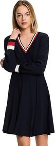 Sukienka Tommy Hilfiger z dekoltem w kształcie litery v z długim rękawem